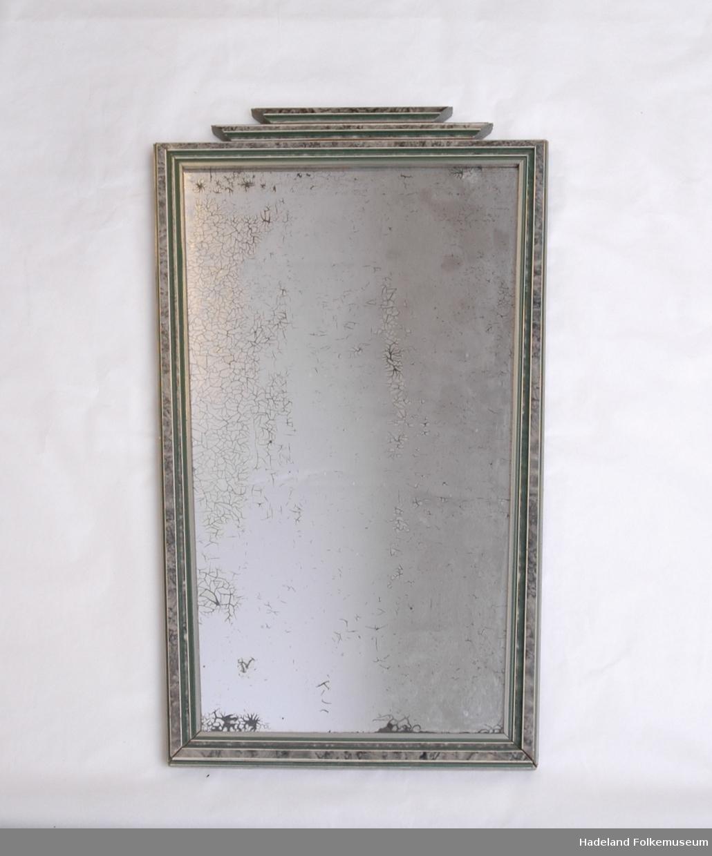Speilglass med grå /grønn -lakkert ramme.