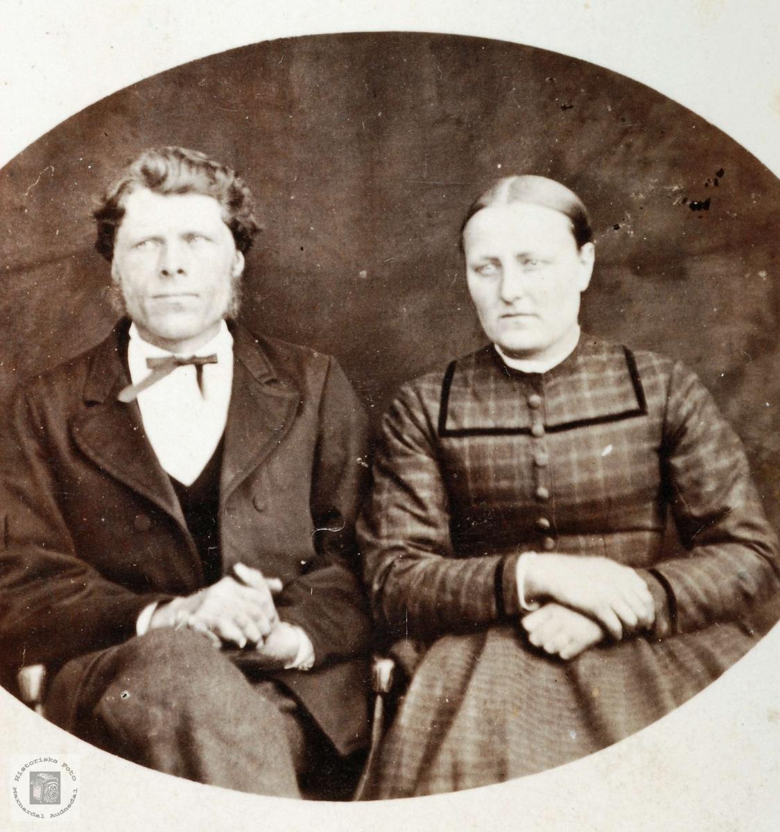 Portrett av søskenbarna Ole og Asborg Smedsland. Grindheim.