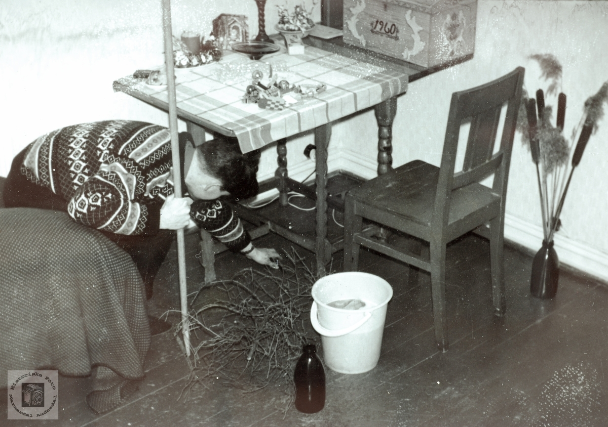 Golvvask på hybelen ved Grimstad tekniske høyskole.