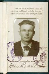 Fotografi av førerkort med portrett av Arne Handeland, Audnedal.