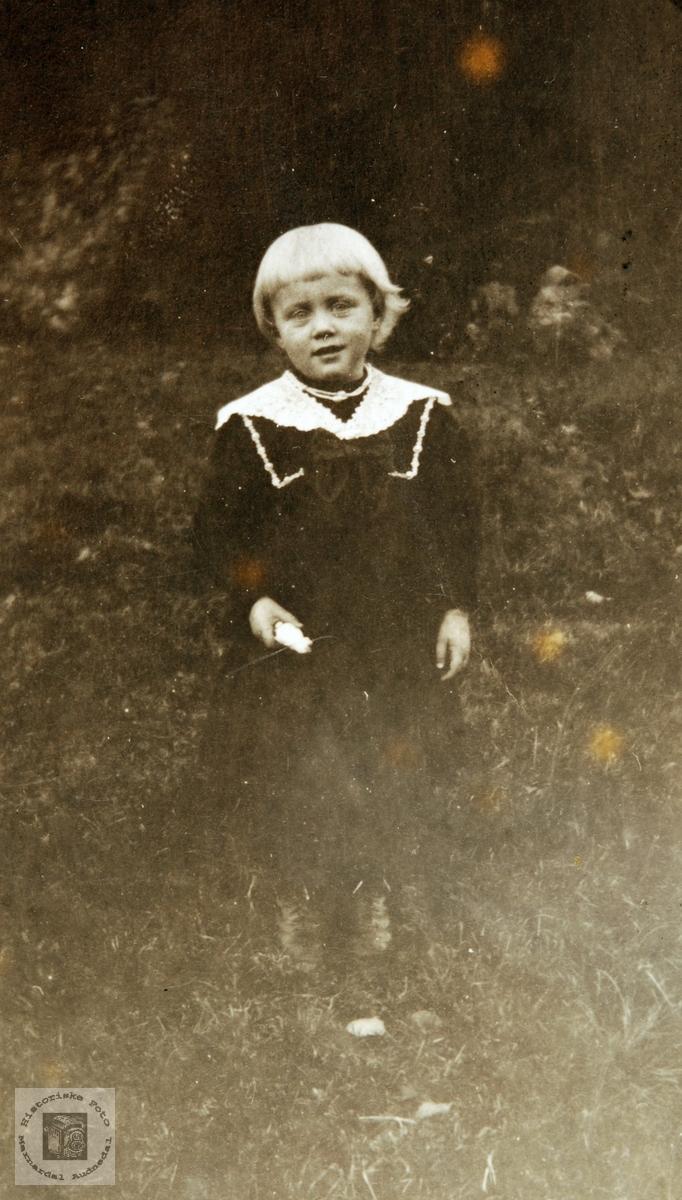 Barneportrett av Gudrun Seland. Audnedal.