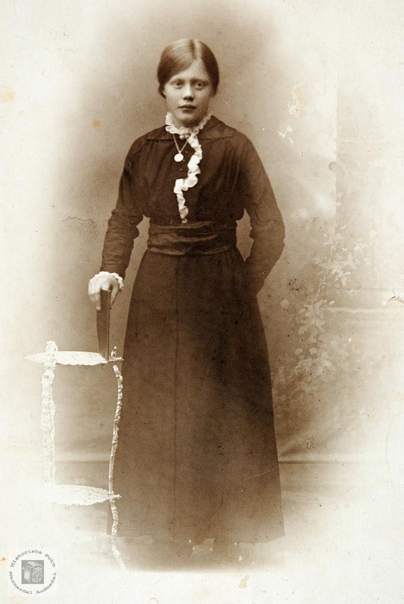 Portrett av Anna Birkeland. Audnedal.