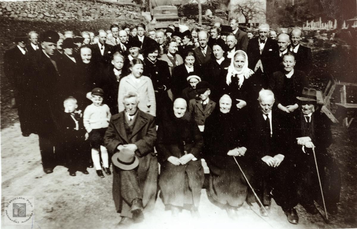 """Begravelsen til """"Besta"""" i Bransdal. Grindheim Audnedal."""
