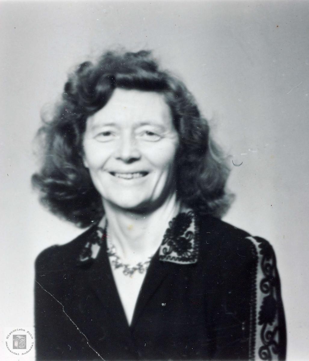 Portrett av Lovise Hårtveit. Grindheim Audnedal.