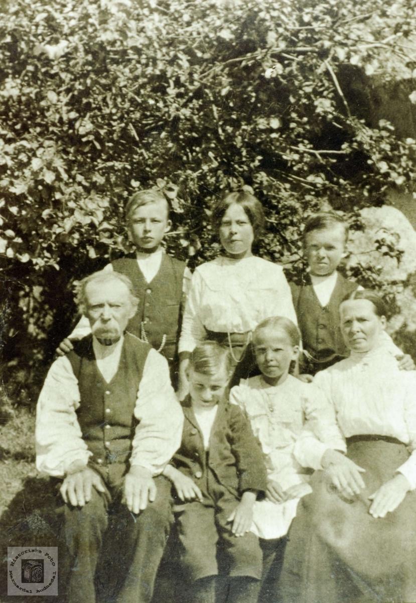 Bilde av familien Flottorp. Grindheim Audnedal.