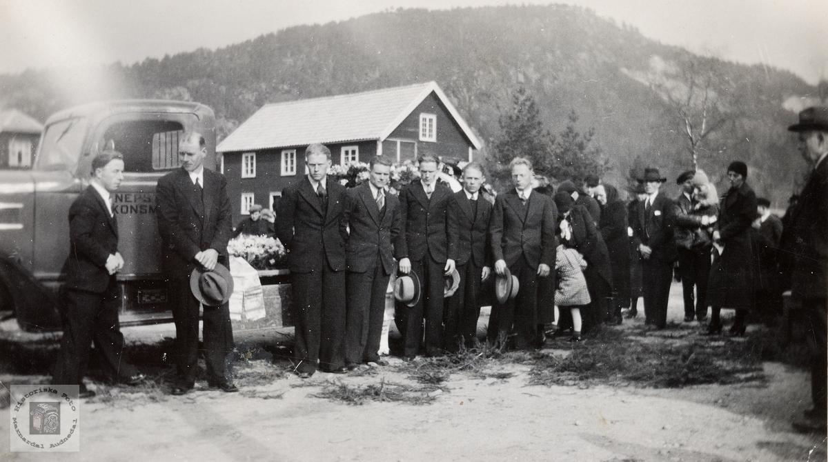 Begravelsen til Gunder Nepstad. Konsmo.