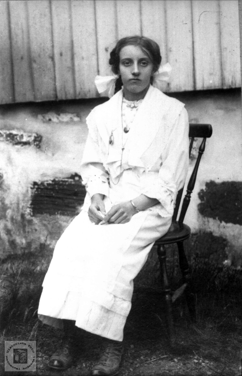 Portrett av Anna Kalvekleiv, Laudal.