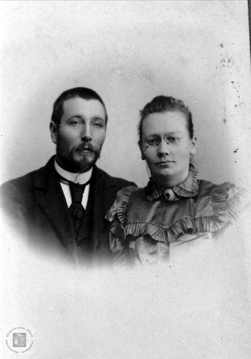 Ekteparet Torje og Todne Bue, Øyslebø.