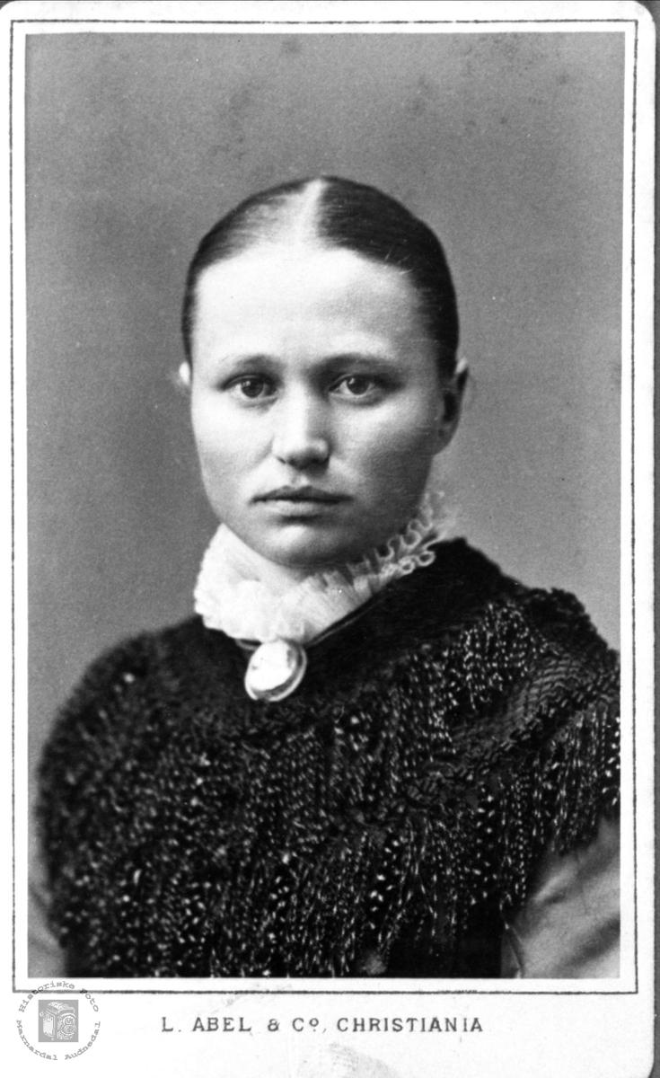 Portrett av Gunnhild Søreine Diesen, Heddeland Øyslebø.