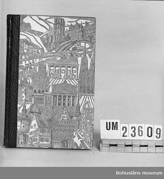 """594 Landskap BOHUSLÄN 394 Landskap BOHUSLÄN  Marryat Frederick: """"Flygande holländaren"""", del II. Inbunden i klotband. Del av språkkurs i tyska. Se förvärvsuppgifter under UM23603. Neg.nr. UM145:6."""