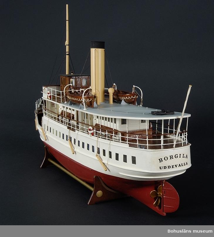 Modell av ångaren BORGILA. Skala 1/40.  Modellen visar hur Borgila såg ut omkring 1935.