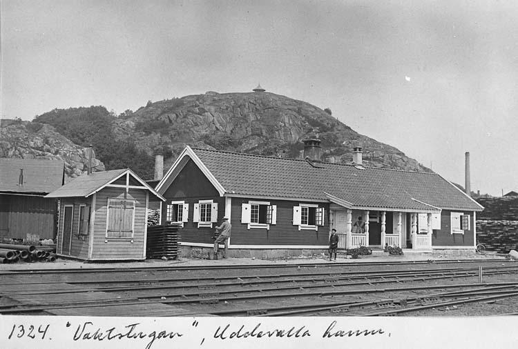 """Text på kortet: """"Vaktstugan"""", Uddevalla hamn"""".    ::"""