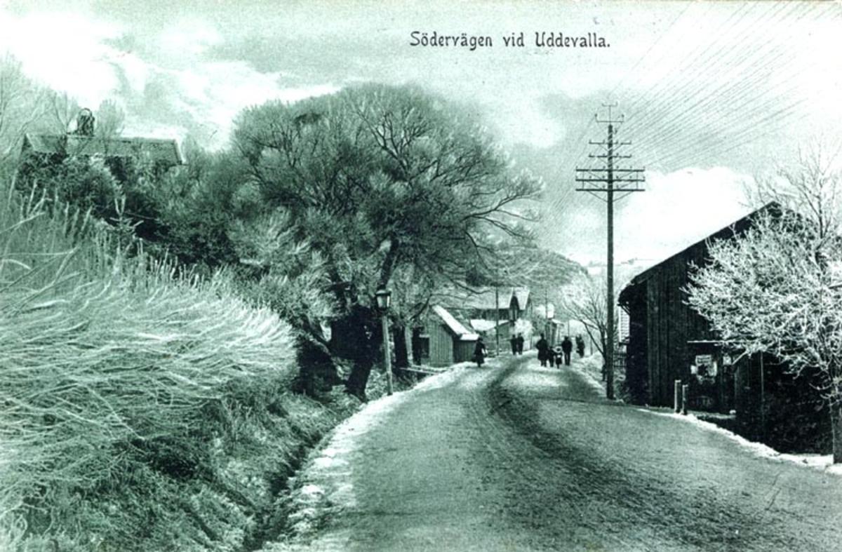 """Tryckt på kortet: """"Södervägen vid Uddevalla."""""""