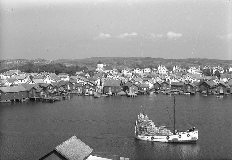 """Enligt AB Flygtrafik Bengtsfors: """"Mollösund lådlastad båt Bohuslän""""."""