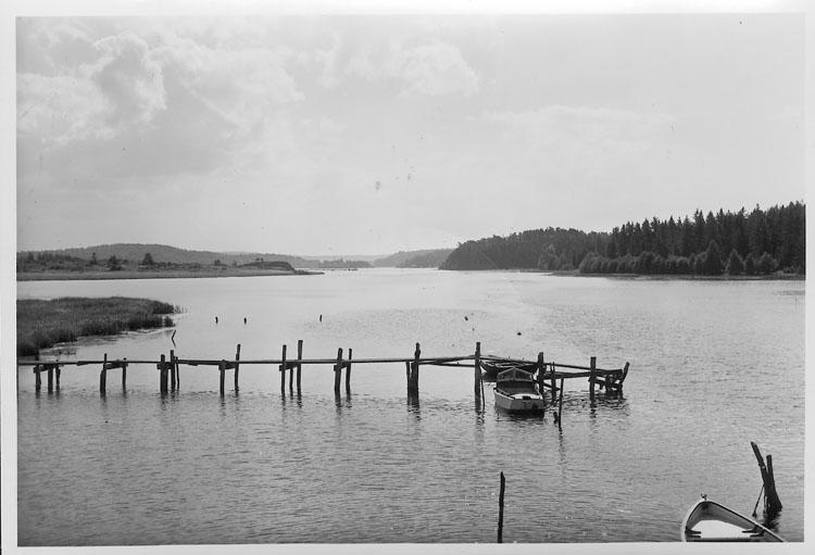 """Enligt AB Flygtrafik Bengtsfors: """"Rossö fr. bron Bohuslän""""."""