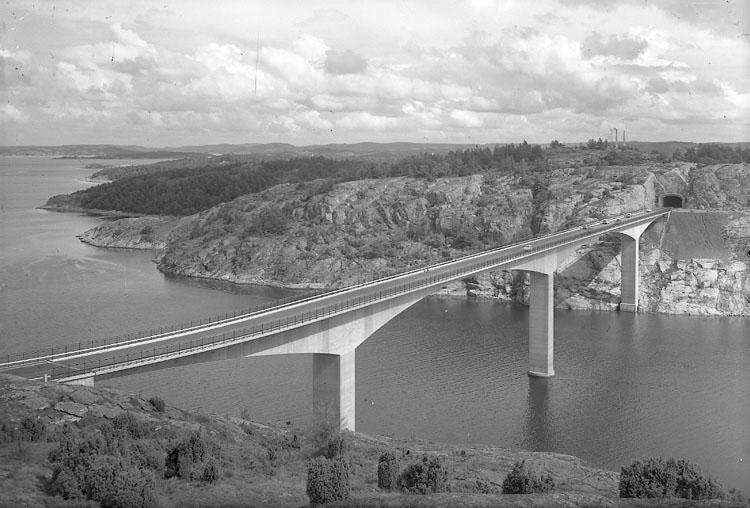"""Enligt AB Flygtrafik Bengtsfors: """"Tjörnbroarna mellanbron Bohuslän""""."""