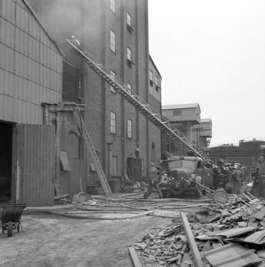 """Enligt notering: """"Brand på Fosfaten juni -58""""."""