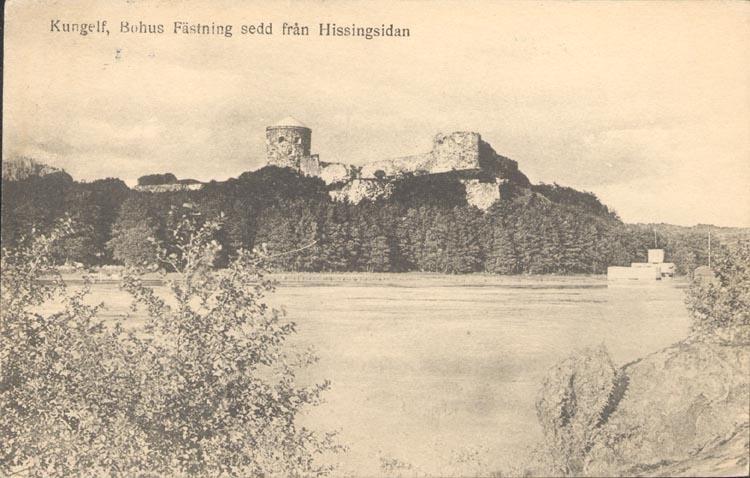 """Tryckt text på kortet: """"Kungelf, Bohus Fästning sedd från Hissingsidan""""."""