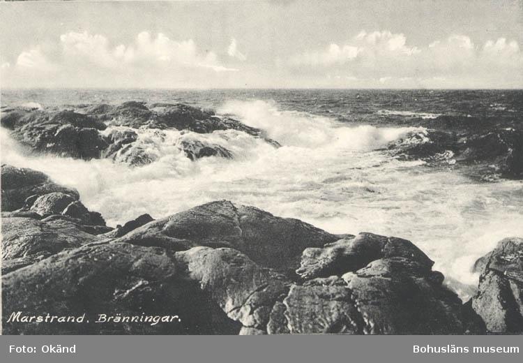 """Tryckt text på kortet: """"Marstrand. Bränningar."""" """"Förlag: Axel Hellman."""""""