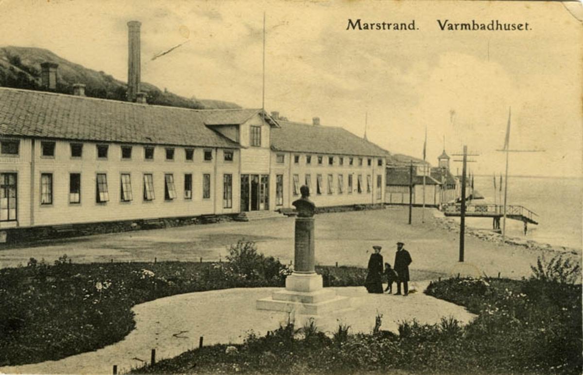 """Text på kortet: """"Marstrand. Varmbadhuset""""."""