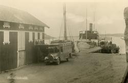Ångaren S/S BOHUSLÄN vid bryggan i Hälleviksstrand