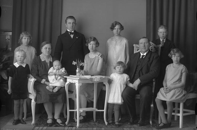 """Enligt fotografens noteringar: """"1924 Febr. 133. Byggmästare Axel Solberg Åtorp Munkedal."""""""