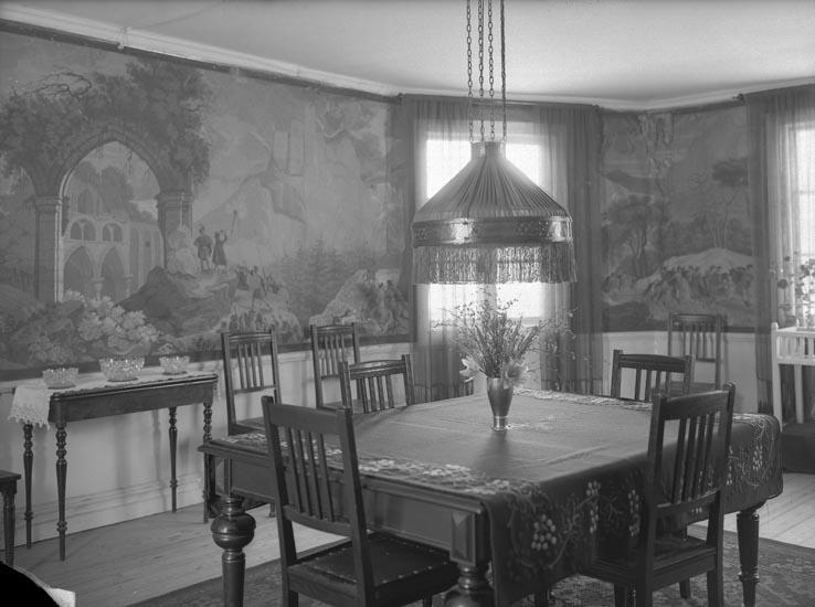 """Enligt fotografens noteringar: """"Interiör från matsalen. Lönner. Vågsäter."""""""