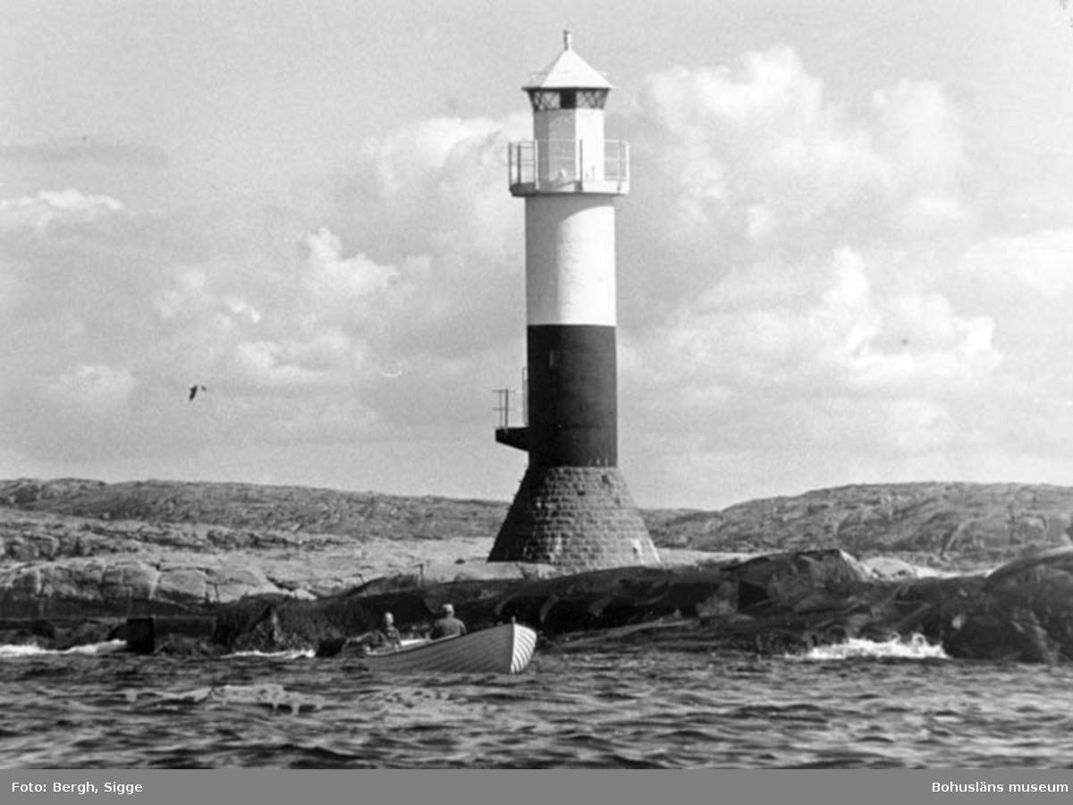 """Enligt text på fotot: """"Mjölskärs fyr på Soten ersatte Klövskär 1936""""."""