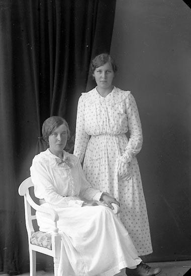 """Enligt fotografens journal nr 3 1916-1917: """"Johansson, Anna Ålebacken, Spekeröd""""."""