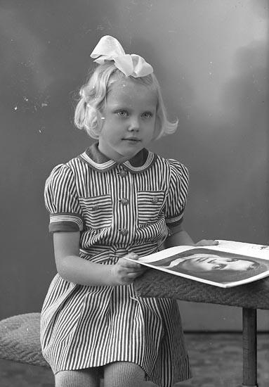 """Enligt fotografens journal nr 8 1951-1957: """"Sundén, Inger Här""""."""