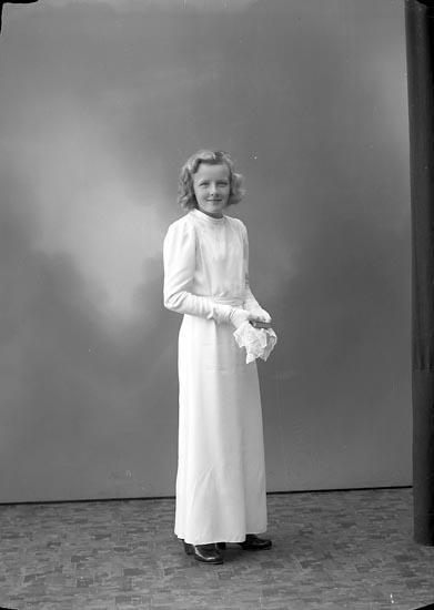 """Enligt fotografens journal nr 6 1930-1943: """"Ottosson Elsie, Här""""."""