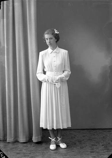 """Enligt fotografens journal nr 8 1951-1957: """"Bengtsson, Kerstin, Krontofta Ödsmål""""."""
