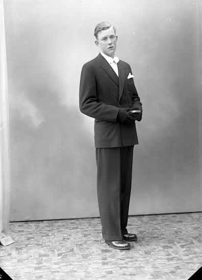 "Enligt fotografens journal nr 7 1944-1950: ""Andersson, Bengt Munkeröd, Här""."