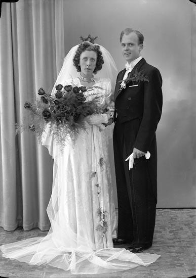 "Enligt fotografens journal nr 7 1944-1950: ""Hulth, Herr Freddy Stenungsund""."