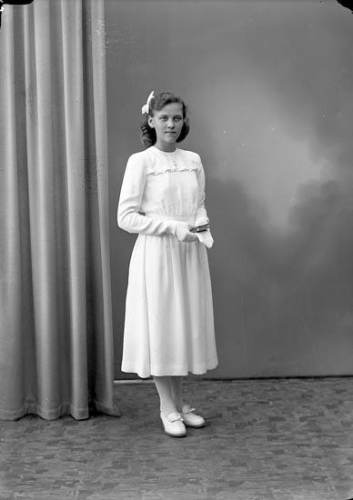 """Enligt fotografens journal nr 7 1944-1950: """"Olsson, Fr. Ruth Åketorp, Spekeröd""""."""