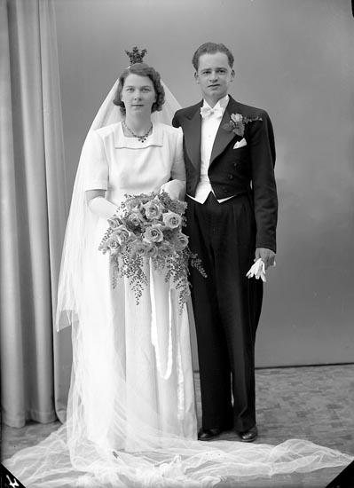 """Enligt fotografens journal nr 7 1944-1950: """"Larsson, Herr Gunnar Svenshögen""""."""