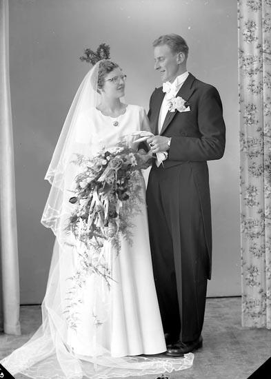 "Enligt fotografens journal nr 8 1951-1957: ""Svensson, Herr Åke, Gunnebodalsg. 5 Mölndal""."