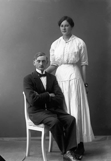 """Enligt fotografens journal nr 3 1916-1917: """"Norman, Bror Högenorum Här""""."""