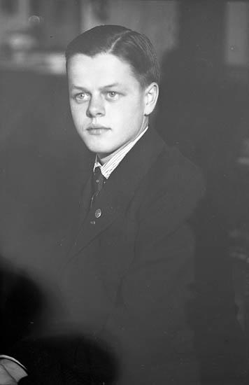 "Enligt fotografens journal nr 6 1930-1943: ""Enander, Olof Erik Dahlbergsg. 46 Gbg""."