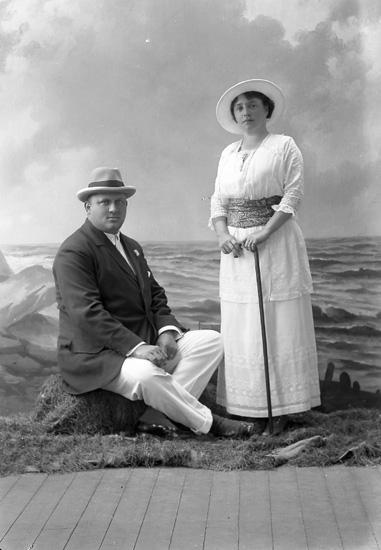 """Enligt fotografens journal nr 2 1909-1915: """"Löwenthal, Herr""""."""