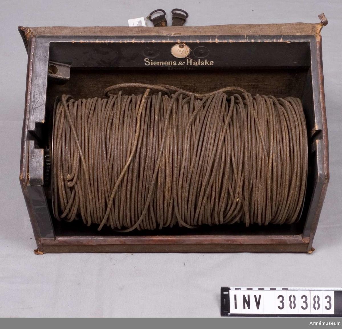 Grupp H I.  Samhörande nr AM.038382-AM.038384, utväxlingsanordning, kabelrulle, väska.
