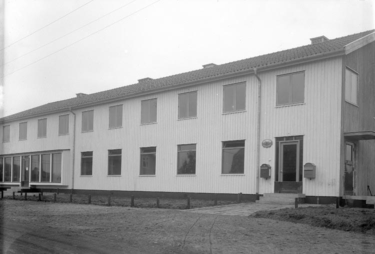 "Enligt fotografens journal nr 6 1930-1943: ""Postkontoret, Stenungsund""."