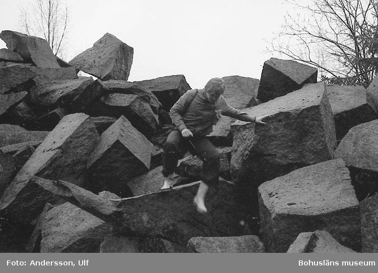 """Bohusläns samhälls- och näringsliv. 2. STENINDUSTRIN. Film: 16  Enligt medföljande text: """"Detaljbilder: Dalarna""""."""