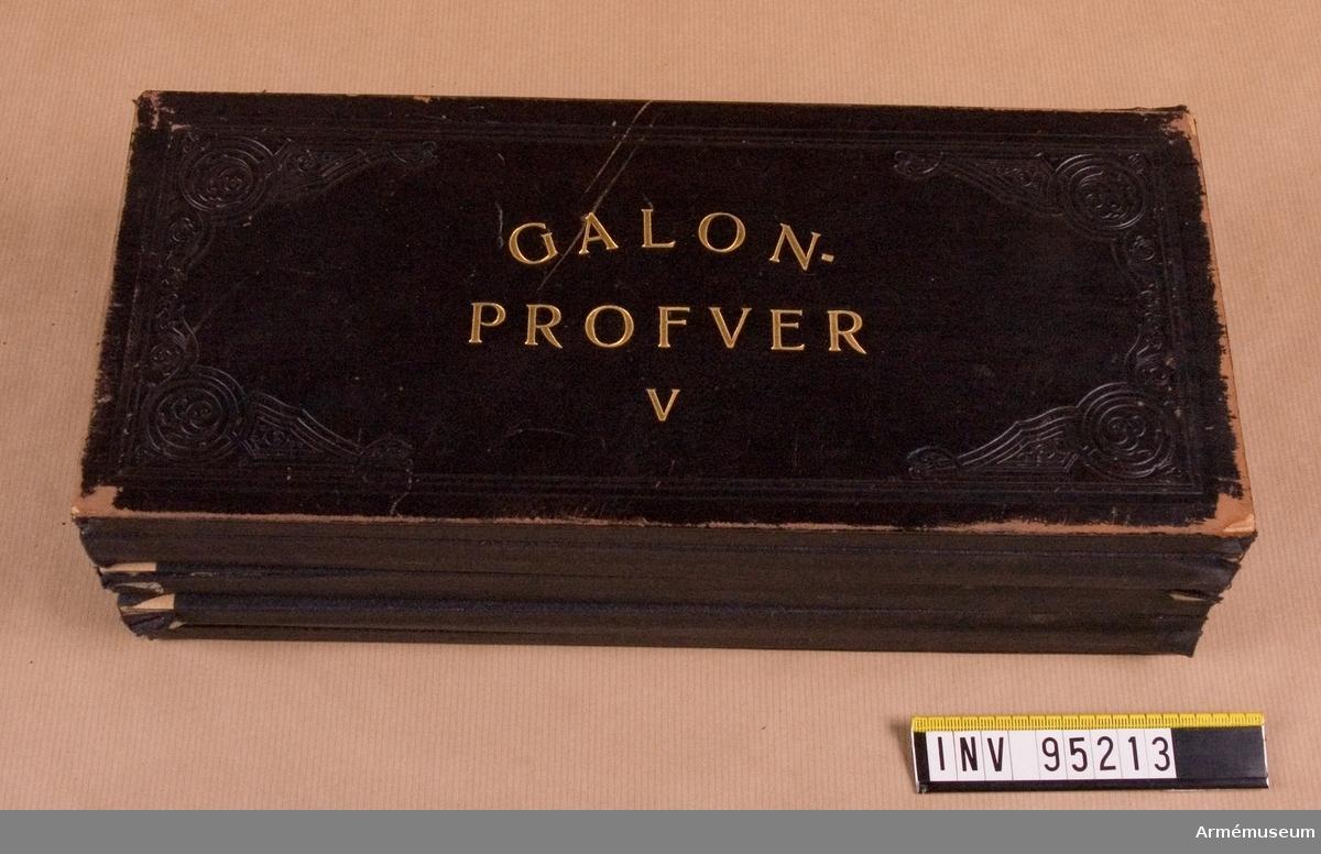 Galonprofver V. Innehåller olika prover på snören.