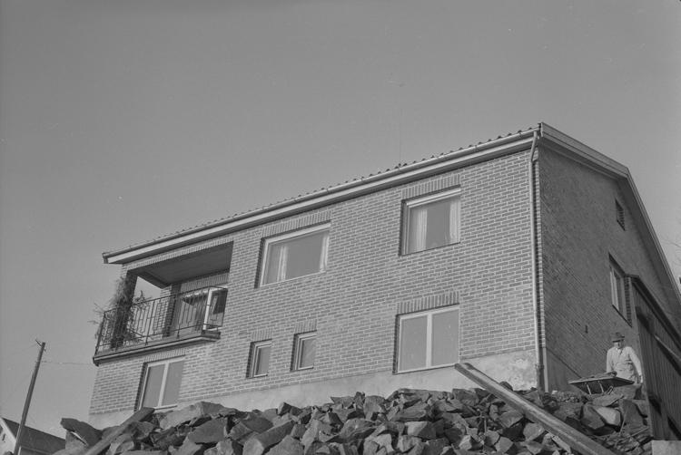 """Text till bilden: """"Kaneland. Villa. Sven o. Blomqvist reklambyrå Kungsgatan 48 Stockholm. 1954""""         i"""