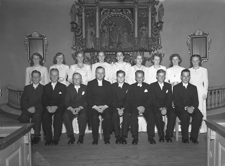 """Text till bilden:""""Konfirmander från Grinneröd 8/10 1950""""."""