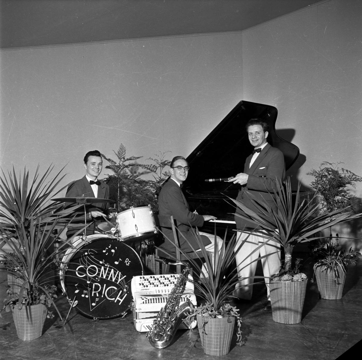 Conny Rich med klarinett och 2 musiker, Per Gerdin vid flygeln.