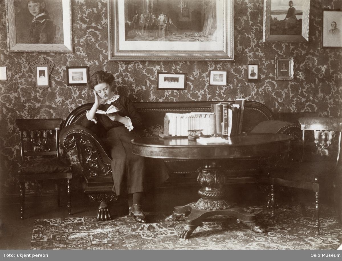 interiør, stue, kvinne, lesning, biedermeiersofa
