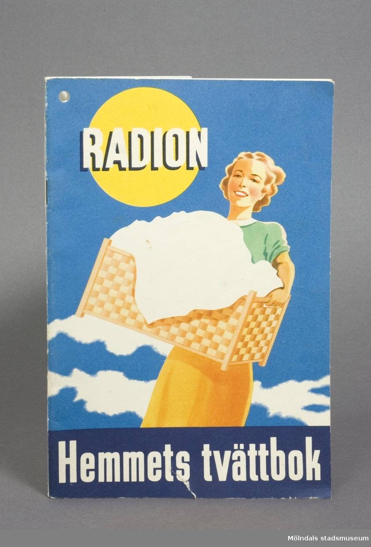 """Boktitel: """"Hemmets Tvättbok"""". Utgiven av Aktiebolaget Sunlight 1947."""