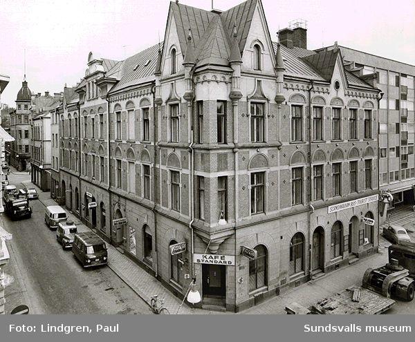 Kyrkogatan 8,  Kafé Standard i hörnet.
